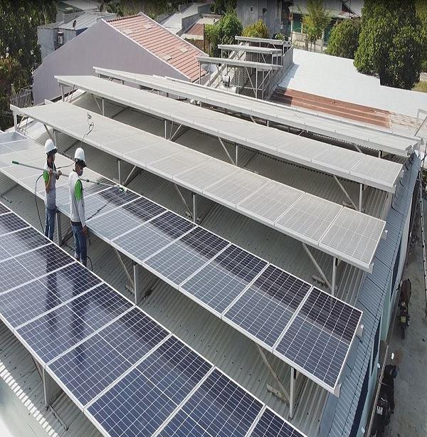 Dịch vụ vệ sinh tấm pin năng lượng mặt trời